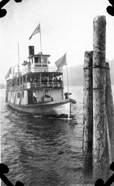 Steamer_Atalanta_in_Gig_Harbor_ca_1914
